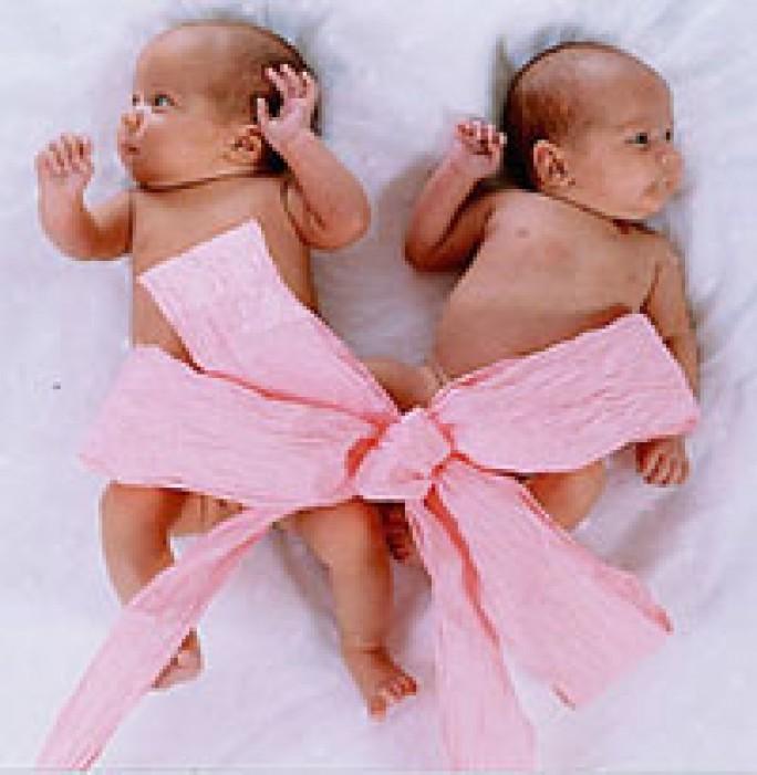 Картинка поздравление с рождением близняшек